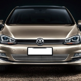Декоративная решетка радиатора Volkswagen  Golf 7 низ